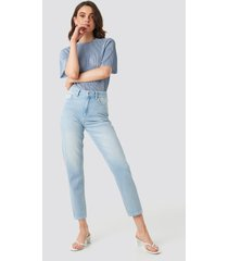 na-kd ankle mom jeans - blue