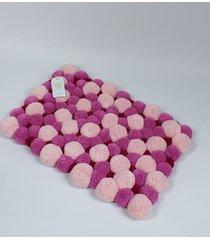 różowy dywan z pomponami 45cm x 65 cm