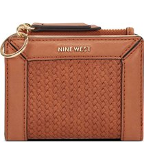 billetera clare nine west para mujer café