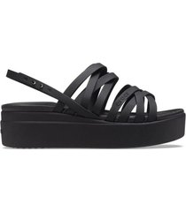 sandalia negra crocs brooklyn