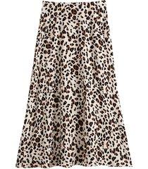 lång, utställd kjol med leopardmönster