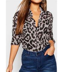 blusa con cuello vuelto de leopardo gris animal