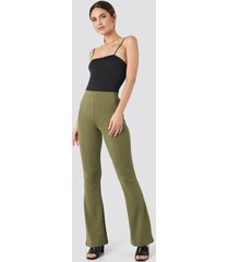 na-kd trend flared leggings - green
