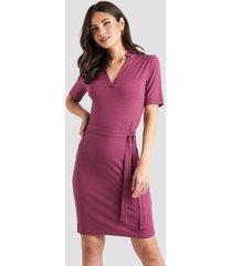na-kd v-neck jersey midi dress - purple