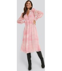 na-kd trend sheer midi dress - pink