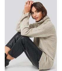 hannalicious x na-kd oversized polo knitted long sweater - beige