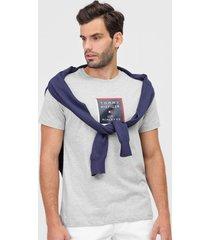 camiseta tommy hilfiger logo cinza - cinza - masculino - algodã£o - dafiti