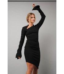 hanna schönberg x na-kd draped asymmetric ribbed dress - black
