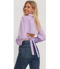 paola locatelli x na-kd skjorta med öppen rygg - purple