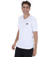 camiseta nike club vneck - masculina - branco