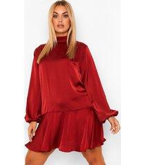 plus satijnen gesmokte jurk met hoge hals, wine