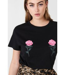 na-kd flower embroidery tee - black