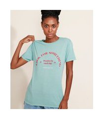 "t-shirt feminina mindset look for something"" manga curta decote redondo azul claro"""