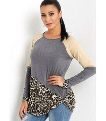 gris con costura de leopardo redonda cuello camiseta con dobladillo con nudo y mangas largas