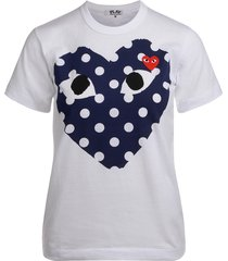 comme des garçons play white t-shirt with blue polka dot heart