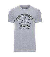 camiseta masculina estampa new youngers - cinza