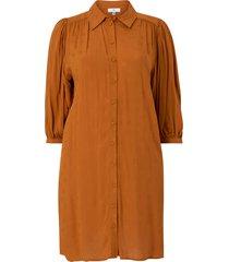 kort skjortklänning med trekvartslång puffärm