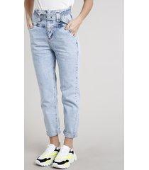 calça jeans feminina mom com cinto cós largo azul claro