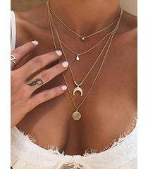 collar multicapa con círculo de luna de color dorado