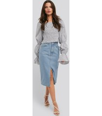 na-kd trend front split midi denim skirt - blue