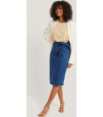 na-kd trend belted midi denim skirt - blue