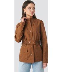 na-kd trend coated belted jacket - brown