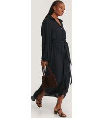 na-kd classic maxi belted dress - black