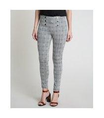 calça legging feminina estampada xadrez com botões cinza mescla