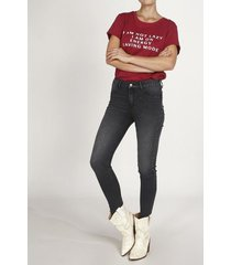 jean topmark, silueta poppy, tiro medio y cintura con pretina