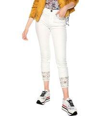 pantalón blanco-multicolor desigual