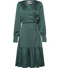 minnie wrap dress knälång klänning grön just female