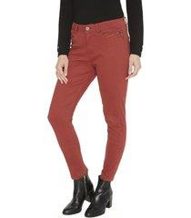 jeans pierna pitillo liso terracota curvi