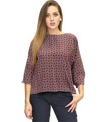 blouse in arrow