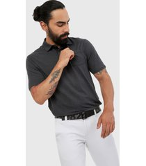 polo negro-gris  under armour charged cotton scramble