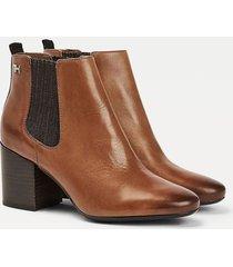 botín essential leather  marrón tommy hilfiger