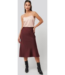 na-kd classic satin skirt - red