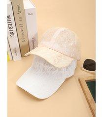 gorra de encaje con diseño hueco