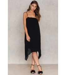 na-kd party pleated asymmetric hem dress - black