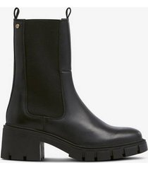 boots munic elastic