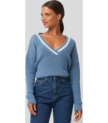 na-kd contrast rib v-neck sweater - blue