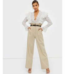 nly trend straight paperbag pants byxor