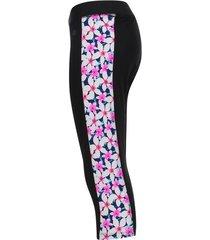 legging deportivo 3/4 con estampado flores blancas con rosa color rosado, talla xs