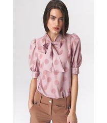 różowa bluzka z wiązaniem na dekolcie w grochy