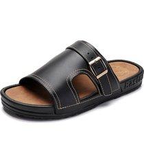 fibbia in metallo per uomo. comodi sandali con suola in sughero