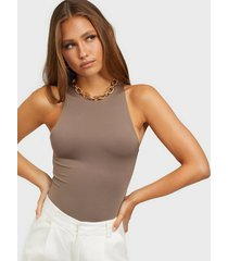 nly trend rounded neck body bodys