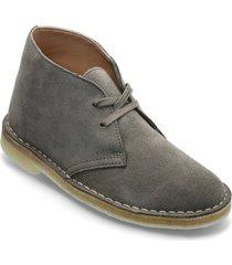 desert boot. snörade skor låga grå clarks originals