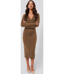 tina maria x na-kd ribbed knitted midi dress - brown
