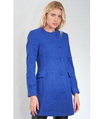 casaco carmim botões azul