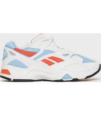 reebok classics aztrek 96 sneakers white