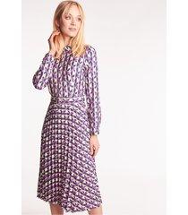 plisowana sukienka w geometryczne wzory